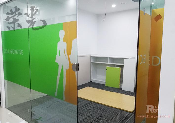 长沙公司玻璃透明膜 磨砂贴写真设计制作 办公室玻璃贴膜